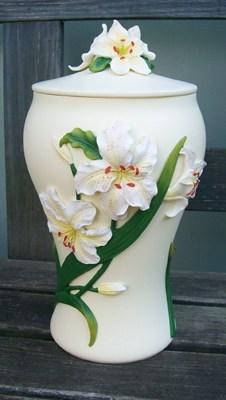 Engelurne weiße Lilie