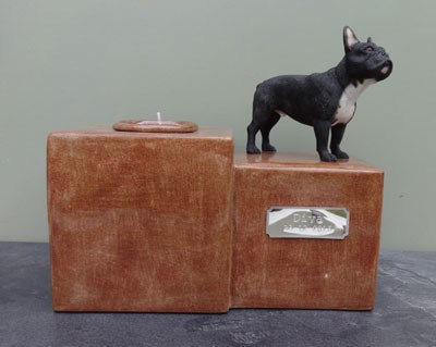 Französische Bulldogge Urne mit Kerze
