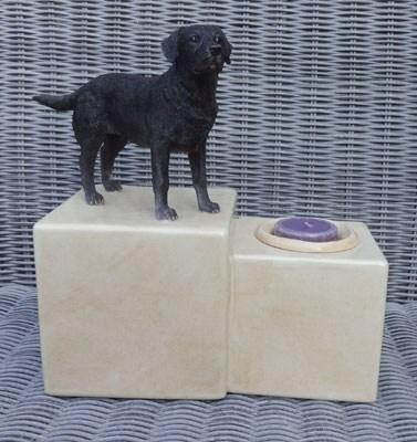 Labrador Urne mit Kerze