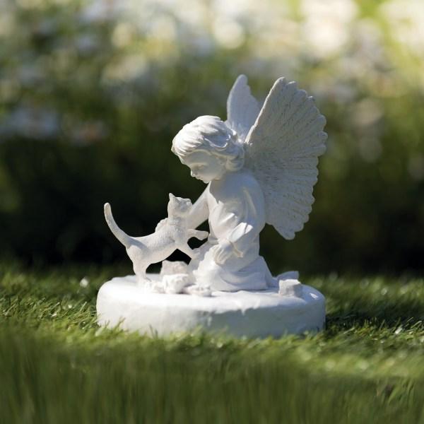 Gedenkstein mit Katze und Engel