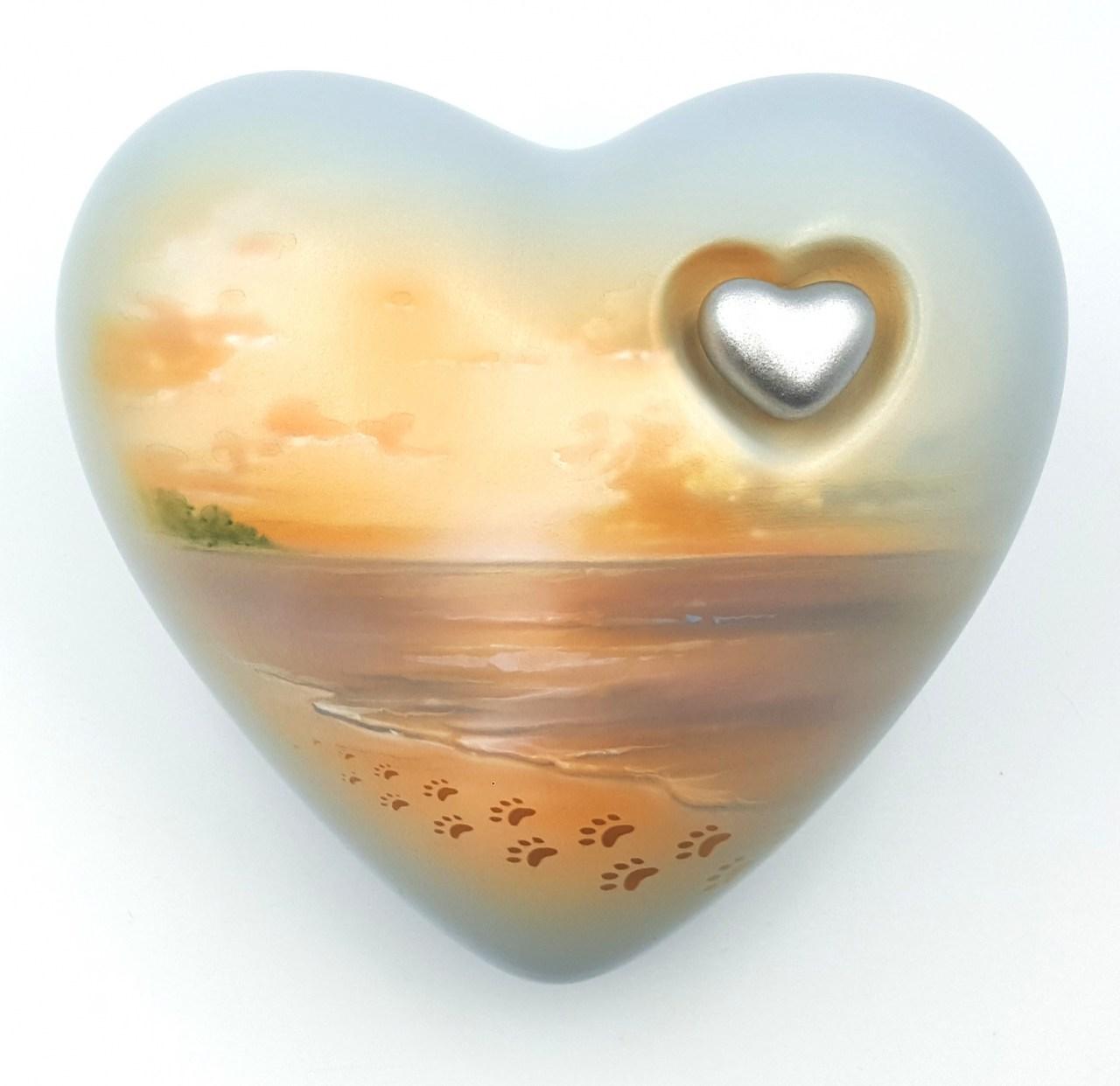 Tierurne Herz Pfoten am Strand