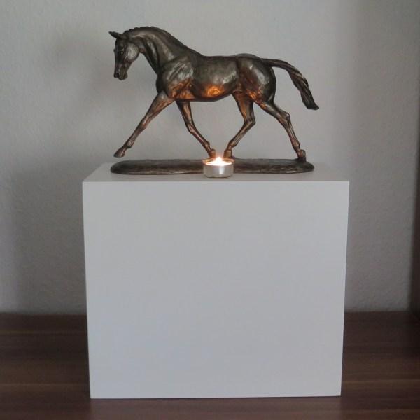 Pferdeurne mit Bronzefigur & Teelicht