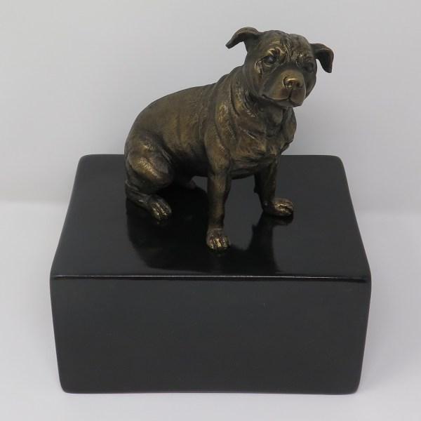 Staffordshire Bullterrier Urne Designurne