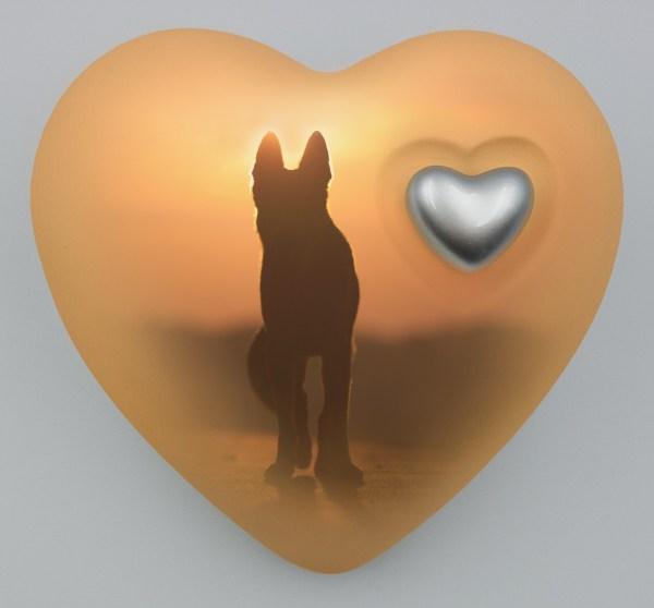 "Hundeurne Herz ""Hund im Sonnenuntergang"""